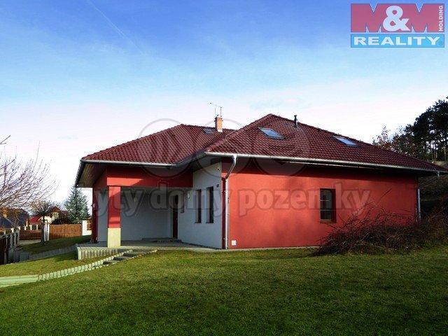 Pronájem, rodinný dům 6+1, 212 m2, zahrada 830 m2, Hoštka