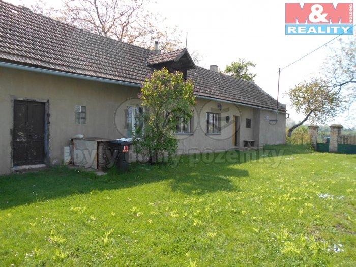 Prodej, rodinný dům 3+1, 4666 m2, Straky