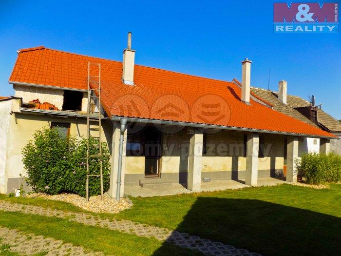 Prodej, rodinný dům 5+1, 407 m2, Bělušice