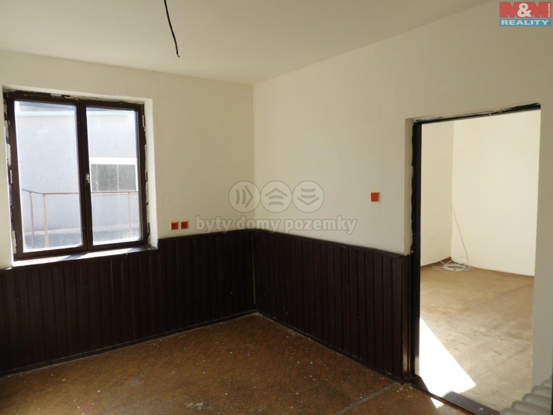 kuchyň a pokoj v patře