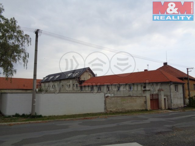 Prodej, rodinný dům 12+4, 1520 m2, Zlončice
