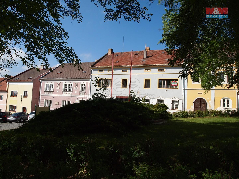Prodej, rodinný dům 7+2, 588 m2, Žlutice, ul. Velké náměstí