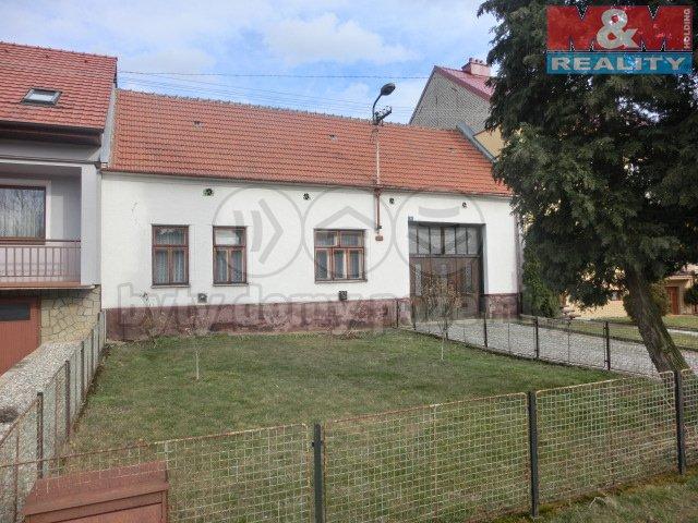Prodej, rodinný dům 980m2, Strání