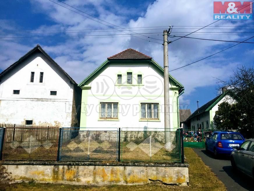 Prodej, rodinný dům 5+1, 2050 m2 Radochovy,