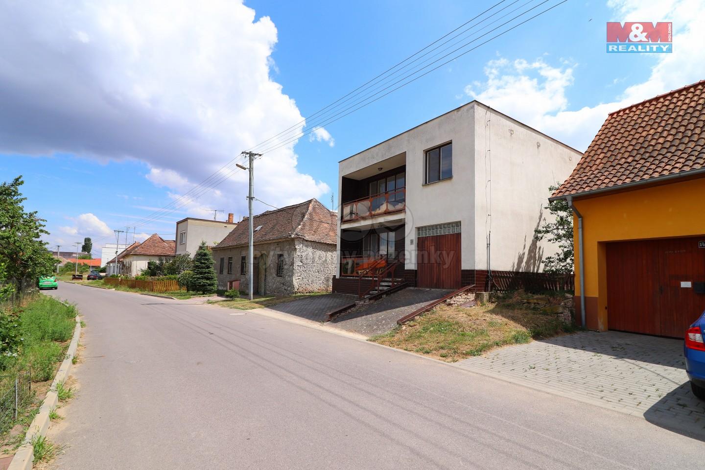 Prodej, rodinný dům 6+1, 689 m2, Šatov