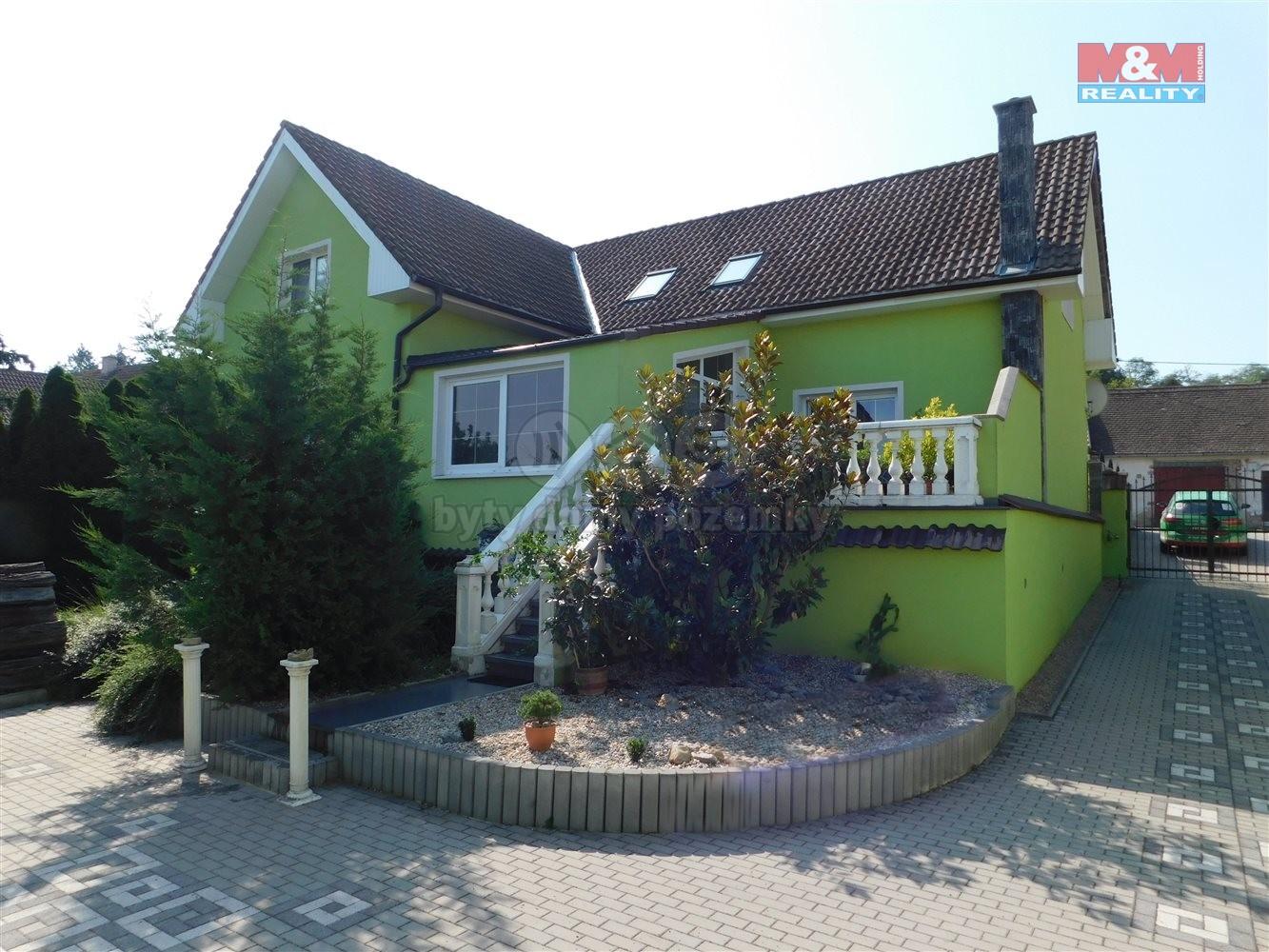 Prodej, rodinný dům 6+1, 2816 m2, Božice