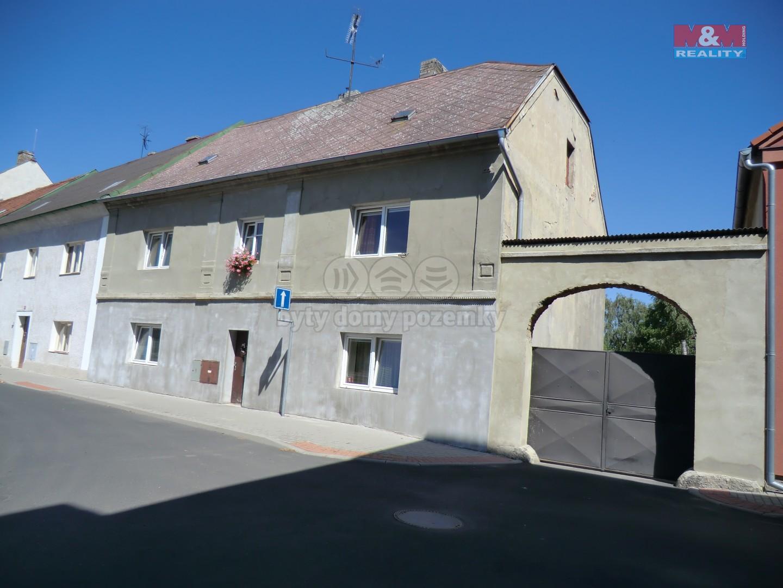 Prodej, rodinný dům 7+1, 290 m2, Údlice, ul. Náměstí