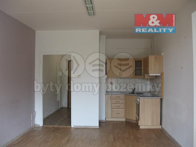 Prodej, byt 1+kk, 28 m2, Vsetín