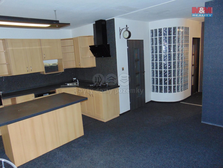 Kuchyň a obývací pokoj