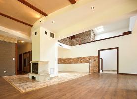 Prodej, rodinný dům, 8+kk, 2931 m2, Benešov