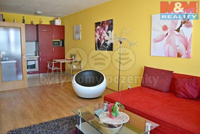obývací pokoj a kuchyň (Pronájem, byt 2+kk, 55 m2, Praha 9, ul. Nademlejnská), foto 1/15