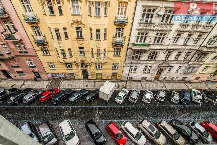 Pohled z okna (Prodej, byt 3+kk, 127.4 m2, Praha 2, ul. Gorazdova), foto 1/7