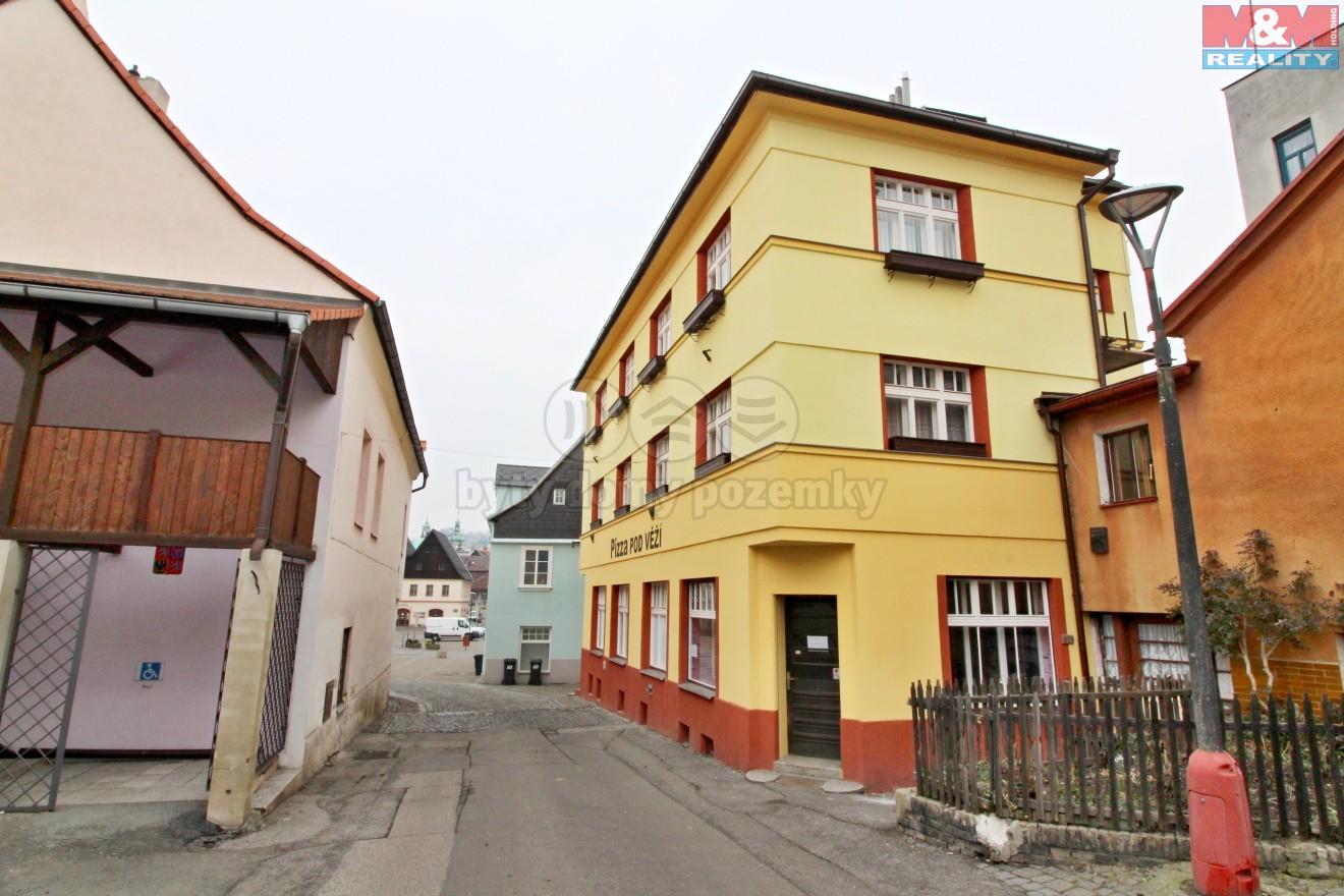 pohled na budovu  (Pronájem, kancelářské prostory, Česká Kamenice, ul. Lipová)