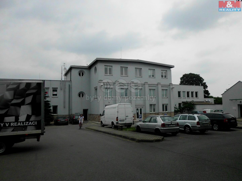 Parkoviště s budovou (Pronájem, fotoateliér, 258 m2, Praha - Hostivař), foto 1/8