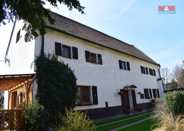 Pohled na dům  (Prodej, rodinný dům, Holedeček, 1 586 m2, okr. Louny), foto 1/43