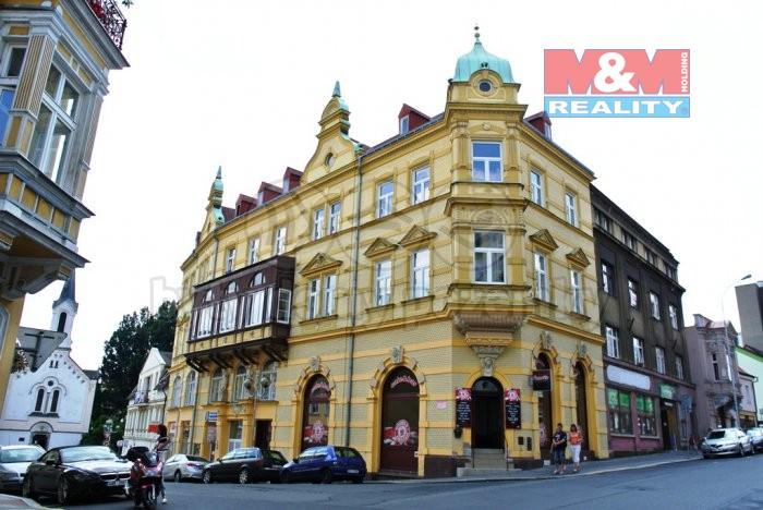 Pohled na dům (Pronájem, obchodní prostory, 47 m2, Děčín, ul. Thomayerova)