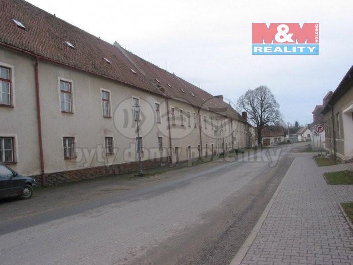 Prodej, komerční prostory, 2651 m2, Police