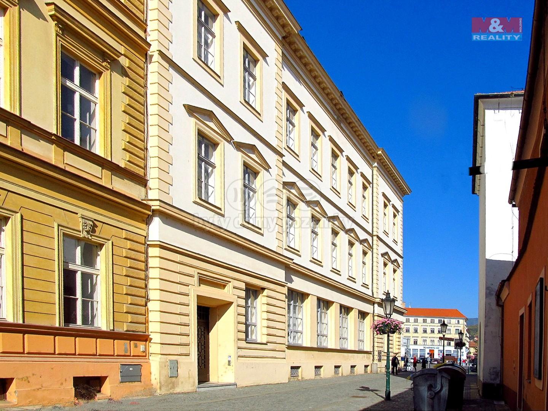 dům s prostory, vchod   (Pronájem, kancelářské prostory, 250 m2, Litoměřice), foto 1/16