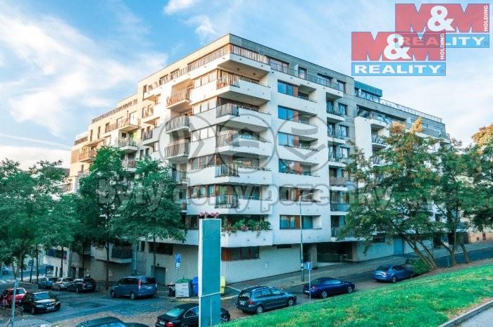 Pohled na dům (Prodej, byt 1+kk, 44 m2, OV, Praha 3 - Rezidence Vítkov), foto 1/16