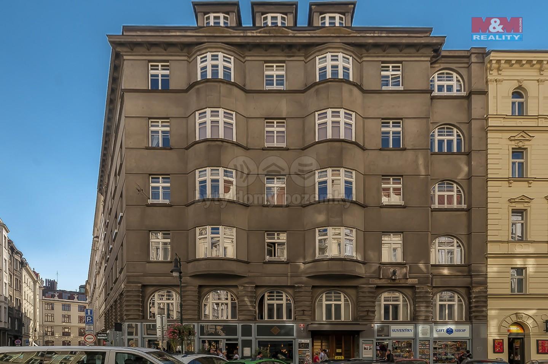 Pohled na dům (Prodej, byt 2+kk, 62 m2, Kaprova ul., Praha 1), foto 1/9