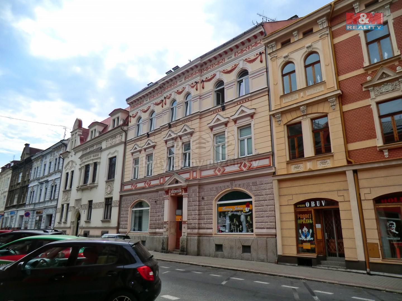 Pohled na dům (Pronájem, byt 2+1, 70 m2, Chomutov, ul. 28. října)
