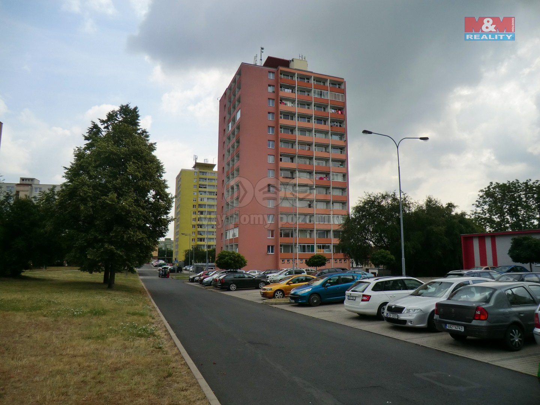 Pohled na dům (Prodej, byt 3+1, 70 m2, DV, Klášterec n.O., ul. Budovatelská), foto 1/18