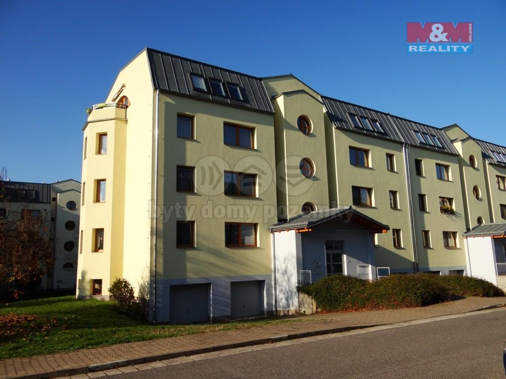 Pronájem, byt 2+kk, Pardubice, ul. Na Labišti