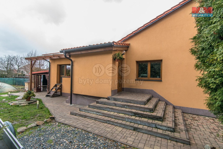 Vchod do domu (Prodej, rodinný dům,1066 m2, Sadská)