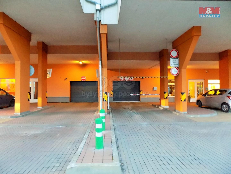 Vjezd (Prodej, garážové stání, 18 m2, Praha 9, ul. Poděbradská)