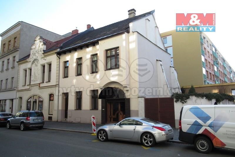 (Pronájem, obchodní prostory, 66 m2, Pardubice - centrum)