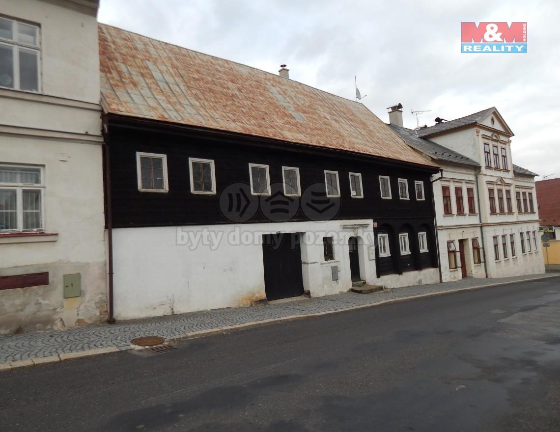 pohled na dům z ulice (Prodej, rodinný dům, Jiřetín pod Jedlovou, ul. Děčínská), foto 1/25