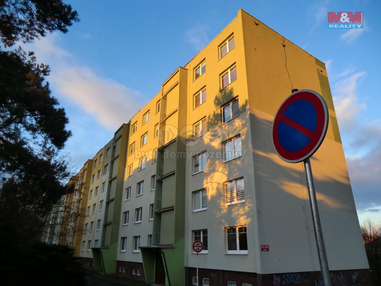 Pohled na dům (Prodej, byt 3+1, 65 m2, OV, Klášterec nad Ohří, ul. Školní), foto 1/7