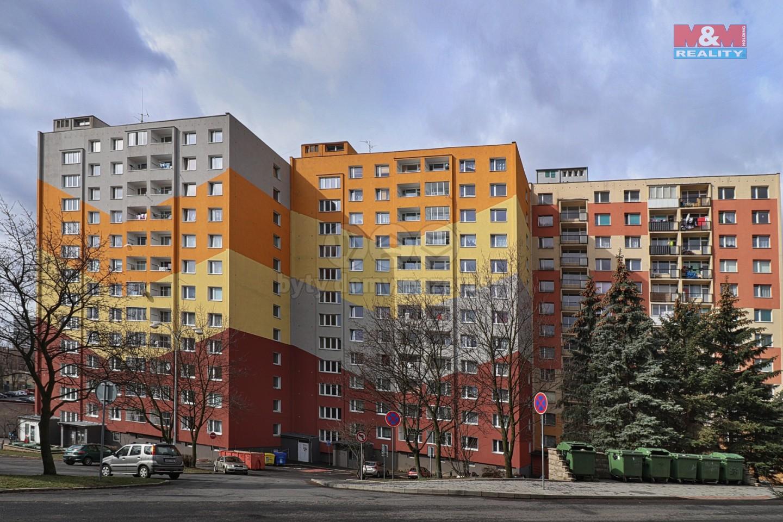Pohled na dům (Prodej, byt 2+1, 61 m2, OV, Chomutov, ul. Dřínovská), foto 1/15