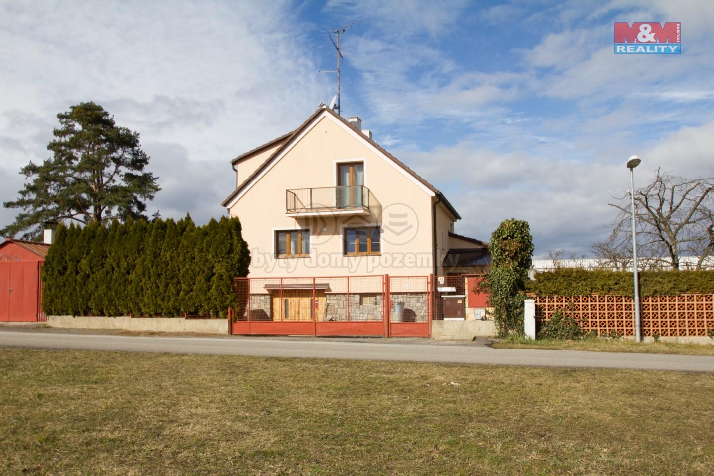 Rodinný dům-pohled z ulice (Prodej, rodinný dům 5+1, 352 m2, Dubné, okr.České Budějovice), foto 1/30
