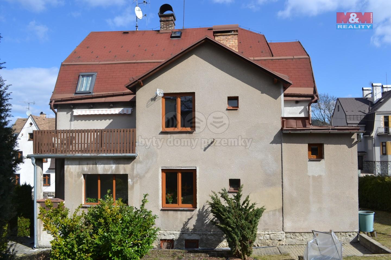 dům pohled ze zahrady