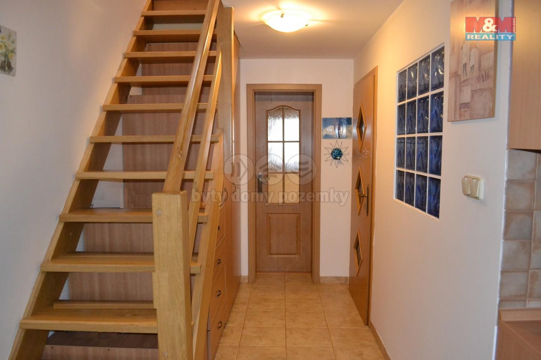 chodba  a schodiště 2.NP