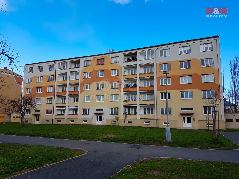 Panelový dům (Prodej, byt 3+1, 65 m2, OV, Kadaň, ul. Budovatelů), foto 1/20