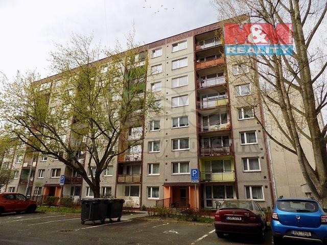 pohled na dům (Prodej, byt 3+1, OV, Děčín, ul. Čsl. partyzánů), foto 1/10