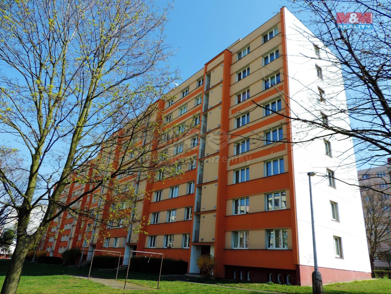 Pohled na dům (Prodej, byt 3+1, 67 m2, DV, Ústí nad Labem, ul. Svojsíkova), foto 1/23