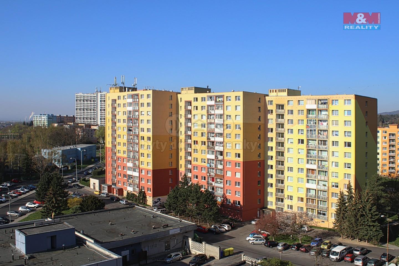 Pohled na dům (Prodej, byt 2+1, 65 m2, OV, Chomutov, ul. Dřínovská), foto 1/13