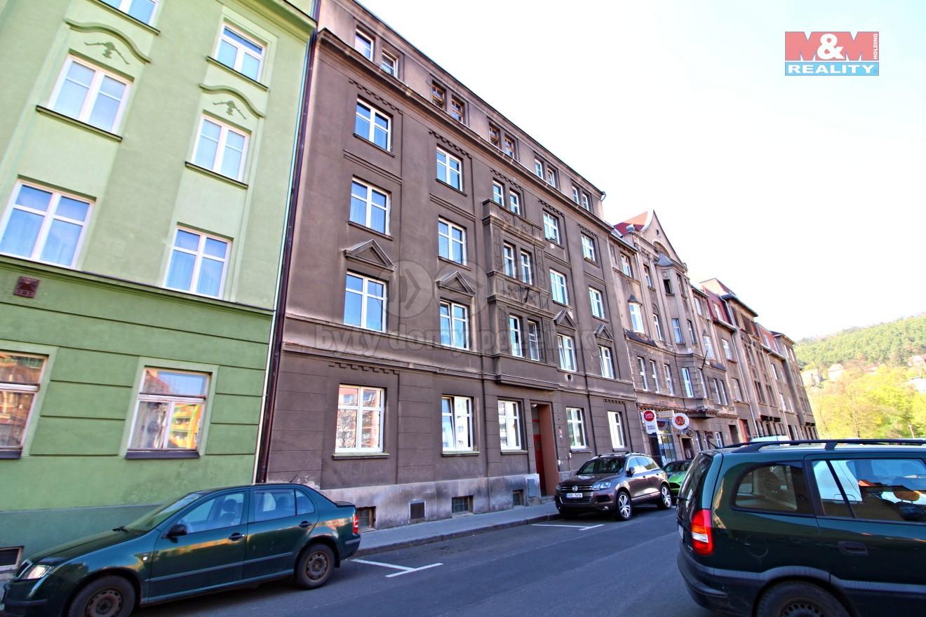 pohled na dům  (Flat 3+1, 75 m2, Děčín, Jeronýmova)