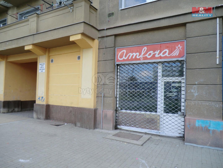 Pohled z venčí (Prodej, obchod a služby, 36 m2, OV, Most, ul. tř. Budovatelů), foto 1/8