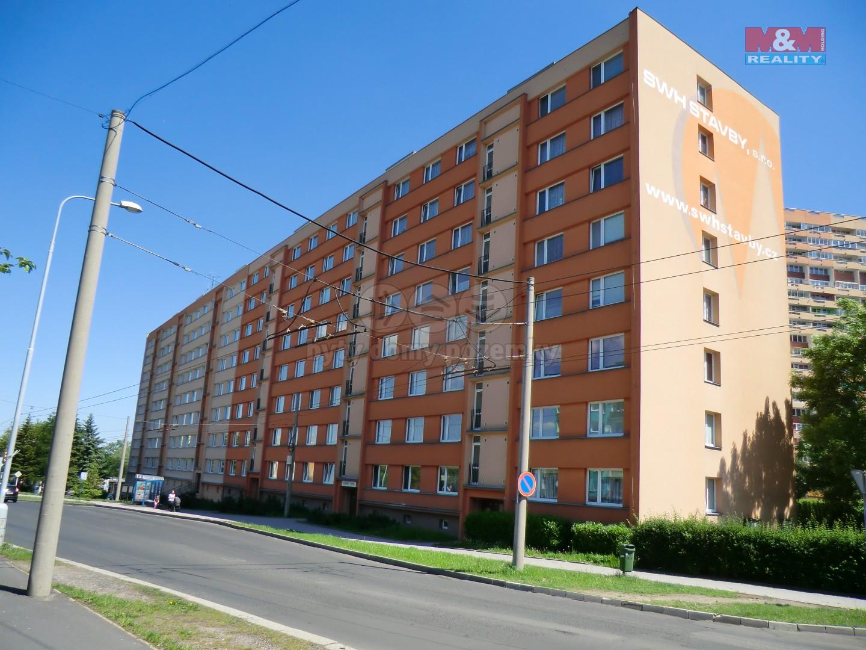 Pohled na dům (Prodej, byt 3+1, 77 m2, OV, Chomutov, ul. Březenecká), foto 1/18