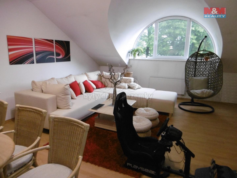 2. NP - byt - obývací pokoj s KK