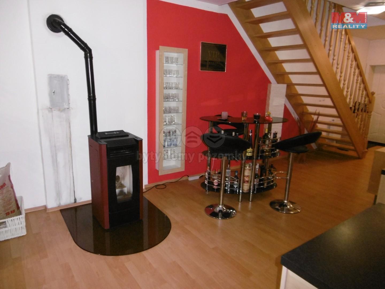 2. NP - byt - krbová kamna na pelety s posezením a schodištěm do ložnice