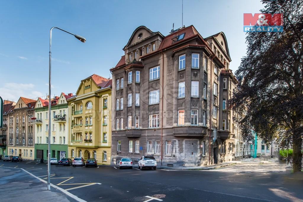 Pohled na dům (Prodej, byt 3+1, 104 m², Děčín, ul. Máchovo náměstí), foto 1/25