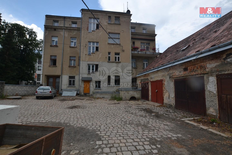 bytový dům - pohled ze dvora