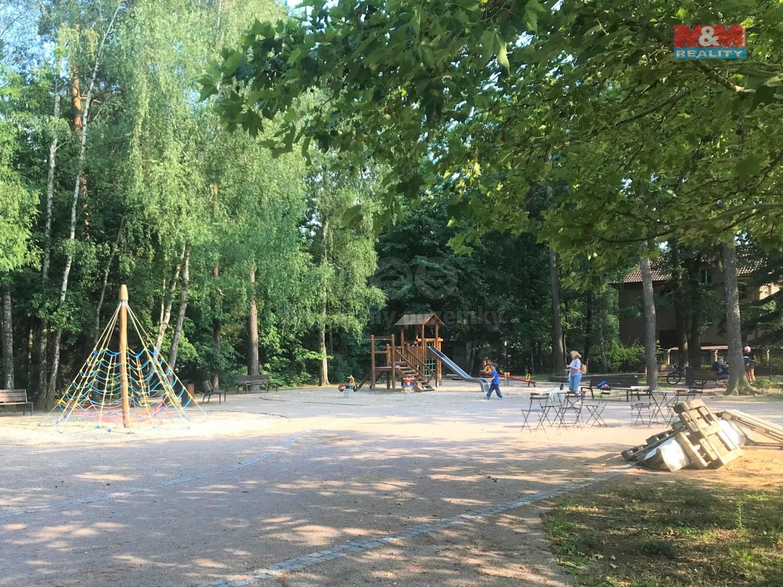 dětské hřiště v centru obce