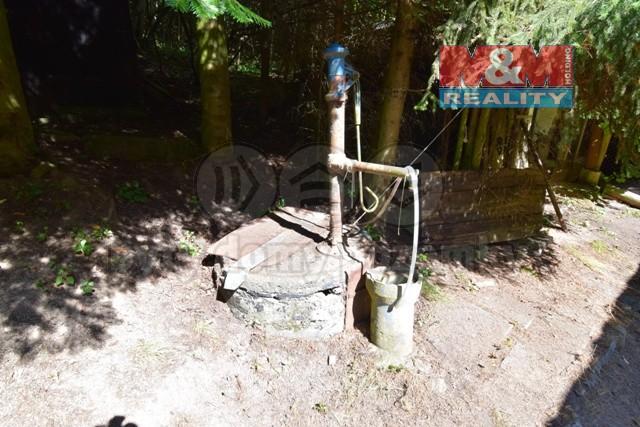 studna kopaná ve skále