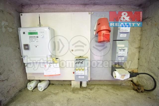 elektroměr a pojistky